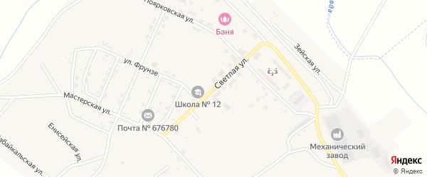 Светлая улица на карте поселка Новорайчихинска с номерами домов