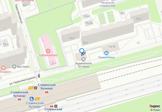 Наряду с этим, в шаговой доступности от комплекса находятся сразу несколько станций метрополитена «славянский бульвар», «пионерская» и «филевский парк».