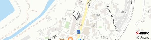 Турист на карте Кисловодска
