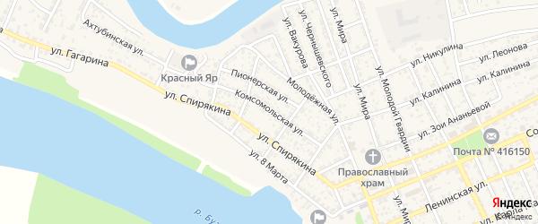 Комсомольская улица на карте села Красного Яра Астраханской области с номерами домов